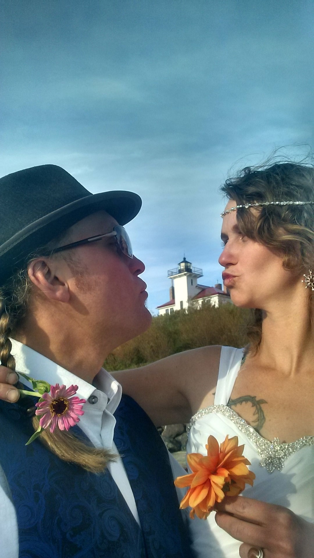 Apostle Island Wedding Kiss